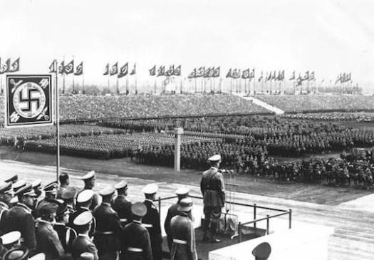 hitler-podium-speech